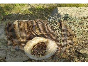 Pençe-Kaplan Operasyonu'nda EYP ve mühimmat deposu olarak kullanılan mağara ve sığınaklar ele geçirildi