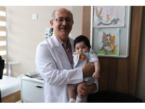 Doktorun dikkati yeni doğmuş bebeği hayata bağladı