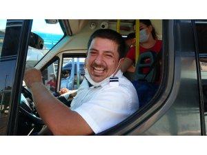 """""""Allah yemeyenlere de ceza yemeyi nasip etsin"""" diyerek fenomen olan minibüs şoförü konuştu"""