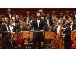 Strazburg Filarmoni Orkestrası Özbek şefe emanet