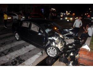 Kazada park halindeki araçlar ve bir market hasar gördü