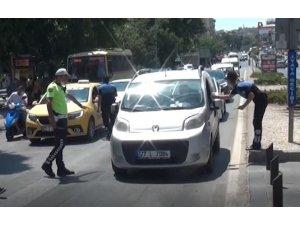 Polis ekiplerinden yaya öncelikli trafik bilgilendirmesi