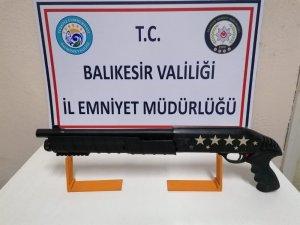 Balıkesir'de polis 7 ateşli silah yakaladı