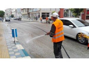 Belediye ekiplerce cadde ve sokakları baştan aşağı yıkandı