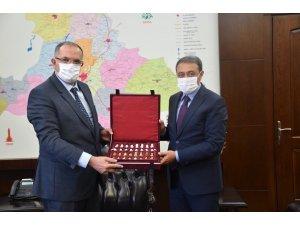 Milli Savunma Üniversitesi Rektörü Afyoncu, Vali Şıldak'ı ziyaret etti