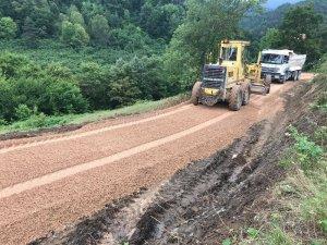 Yığılca'da köy yolları genişletiliyor