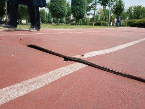 Yürüyüş ve koşu parkuru zemininde tahribat