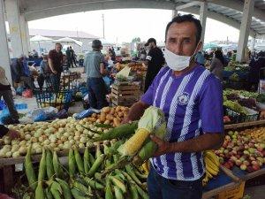 Şuhut'ta yerli mısırlara pazar yerinde ilgi arttı