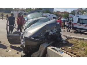 Kırıkkale'de 2 otomobil çarpıştı: 3 yaralı