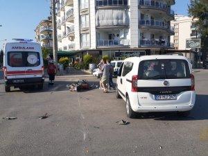 Otomobil, motosikletle çarpıştı: 2 yaralı