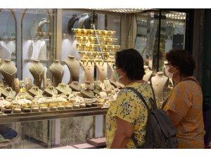 Altın rekor kırınca yatırım yapmak isteyenler kuyumculara koştu