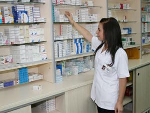 """Hastaneler 2023'ten itibaren """"uzman eczacı"""" çalıştıracak"""