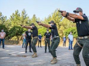 Emniyet Müdürlüğü'nün 'Lara Croft'uyla 40 derece sıcakta, maskeyle eğitim