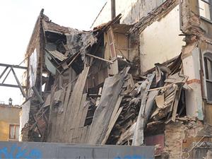 Şişli'de 3 katlı bina çöktü