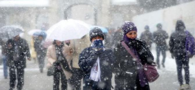 İstanbul güne karla uyandı