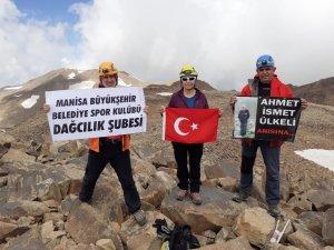 Manisalı dağcılar Süphan Dağının zirvesinde bayramı kutladı