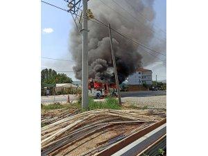 Çınarcık'ta minibüs alev alev yandı
