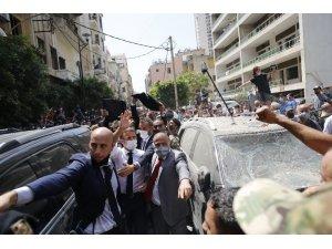 """Lübnanlı kadından Fransa Cumhurbaşkanı Macron'a: """"Parayı yolsuz hükümetimize vermeyin"""""""
