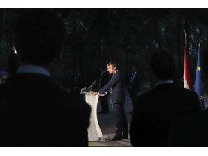 """Fransa Cumhurbaşkanı Macron: """"4 Ağustos umutsuzluğa çarpan bir yıldırım gibiydi"""""""