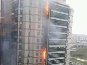 Kuyumcukent'te büyük yangın, mahsur kalanlar var