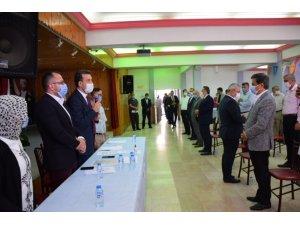 AK Parti korona virüs nedeniyle ara verdiği kongrelerine devam ediyor
