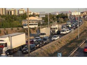 43 ilin geçiş noktasında trafik yoğunluğu