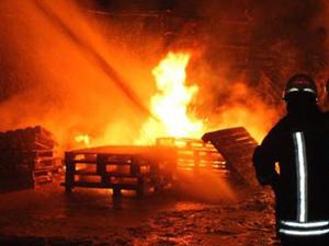 Denizlide Üçgen Çarşısı'ndaki yangının faturası ağır oldu