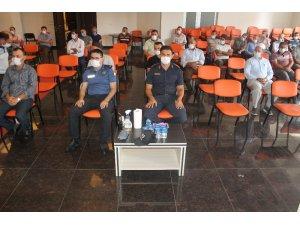 Manyas'ta Kaymakam muhtarlar ve din görevlileriyle kovid19 toplantısı yaptı