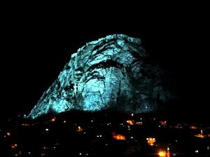 Tarihi Karahisar Kalesi'nin aydınlatılması