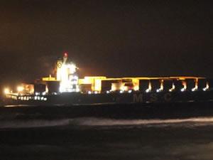 Dev gemi Çanakale'de karaya oturdu