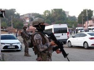 Helikopter destekli şafak operasyonu: 14 gözaltı