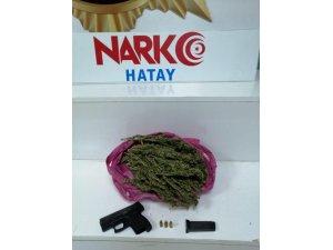 Otomobilden uyuşturucu ve tabanca çıktı: 2 gözaltı