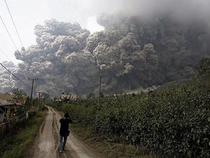 Endonezya'da yanardağ dehşeti