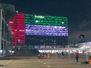 Tel Aviv Belediye Binası'na BAE ve İsrail bayraklarının silüetleri yansıtıldı