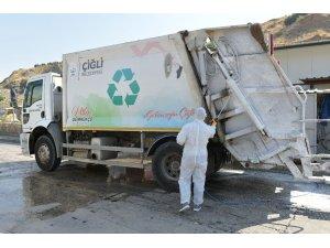Çiğli'de çöp kamyonlarına korona virüs dezenfeksiyonu