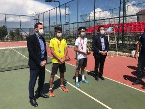 Ağrılı tenisçilerden 3 madalya
