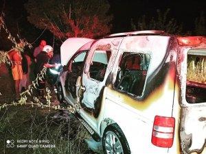 Van'da park halindeki araç yandı