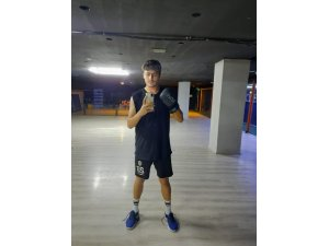 Kepez Belediyespor'lu genç futbolcu Kayseri'de form tutuyor