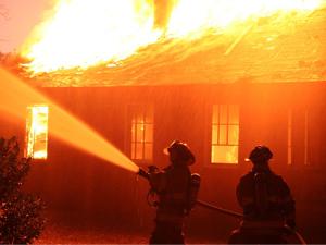 Erzurum'da kargo şirketi deposunda yangın: 1 ölü