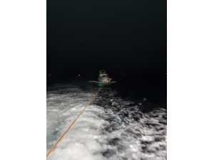 Sedef Adası açıklarında bir teknede sürüklenen 3 kişi kurtarıldı