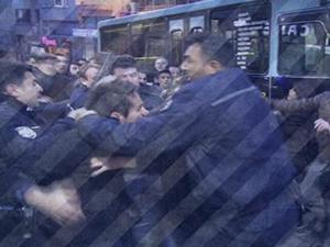 Kadıköy'de Ak Parti standına saldırı