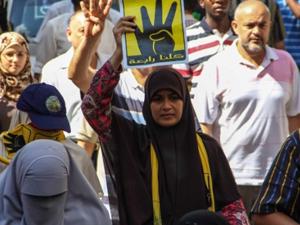 Mısır'da darbe karşıtlarına hapis cezası