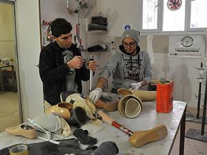 """Suriye'deki """"eksik hayatlar"""" için protez yapmayı öğreniyorlar"""