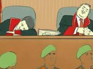 Dava sırasında uyuyan hakimlere şok