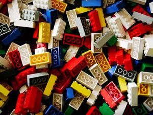 Küçük kızın lego isyanı