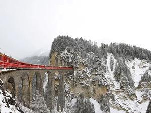 Fransız Alpleri'nde tren raydan çıktı: en az 2 ölü