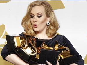 Grammy ödüllü şarkıcı Adele hamile