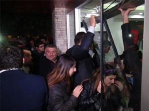 Partililer CHP il binasını işgal etti!