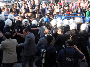Bakanlığa yürüyen gruba polis müdahalesi