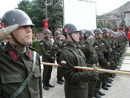 Kars'ta asker, askeri aracı kaçırdı!